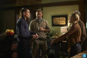 Defiance-Episode-1.08-I-Just-Wasnt-Made-for-These-Times-Promotional-Photos-1_595_slogo