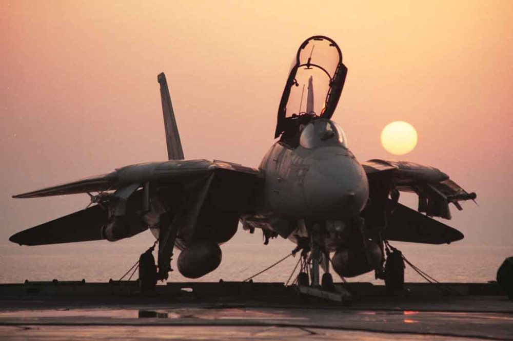 f14-silouette-at-sunrise