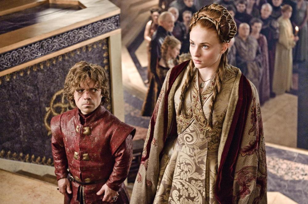 GoT_Sansa-cloaked-wtih-Tyrion