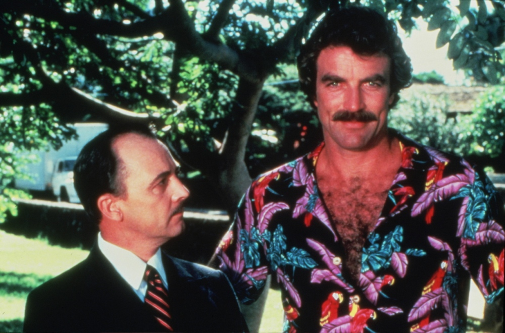 tom-selleck-and-john-hillerman-a-k-a-magnum-and-higgins-on-the-set-of-magnum-p-i