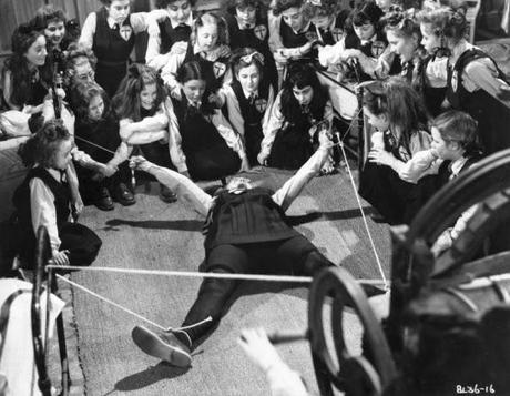 the-belles-of-st-trinians-frank-launder-1954-L-N3oK6y
