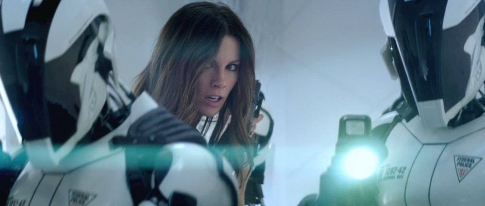 kate-beckinsale-as-lori-in-total-recall-2012