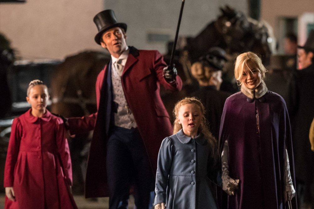 wenn_thegreatestshowmanonearth_filming_hughjackman_michellewilliams_040317_1800x1200_2-1