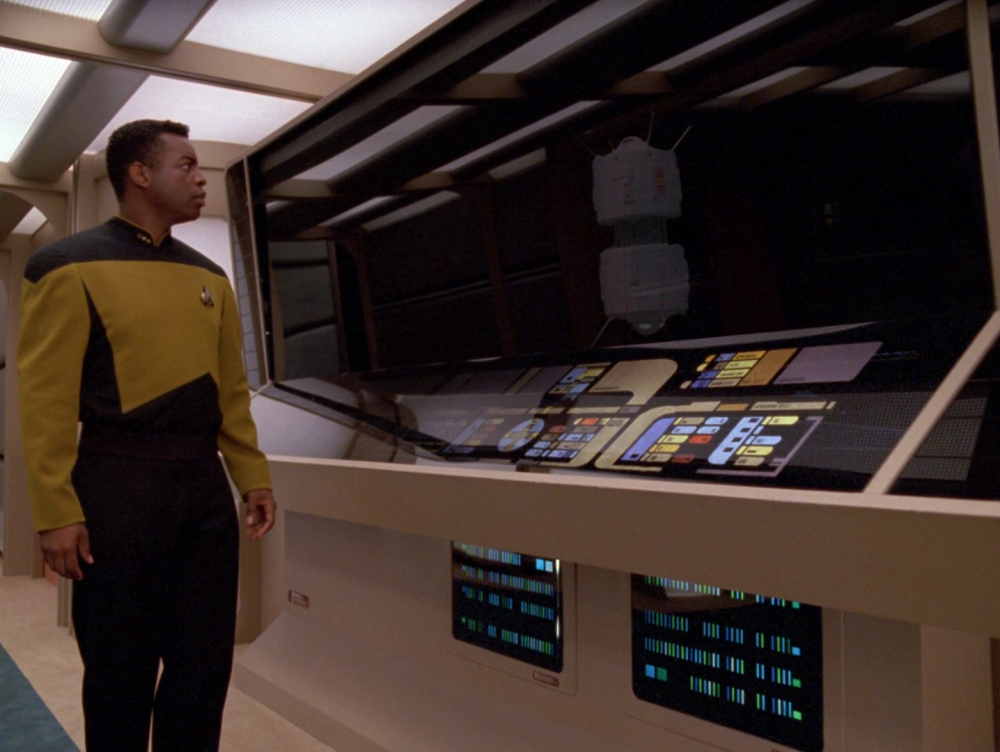 Geordi_reflects_as_interface_probe
