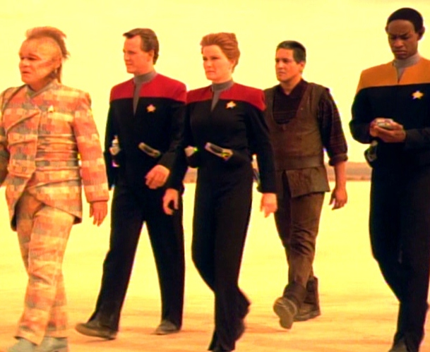 Voyager_away_team