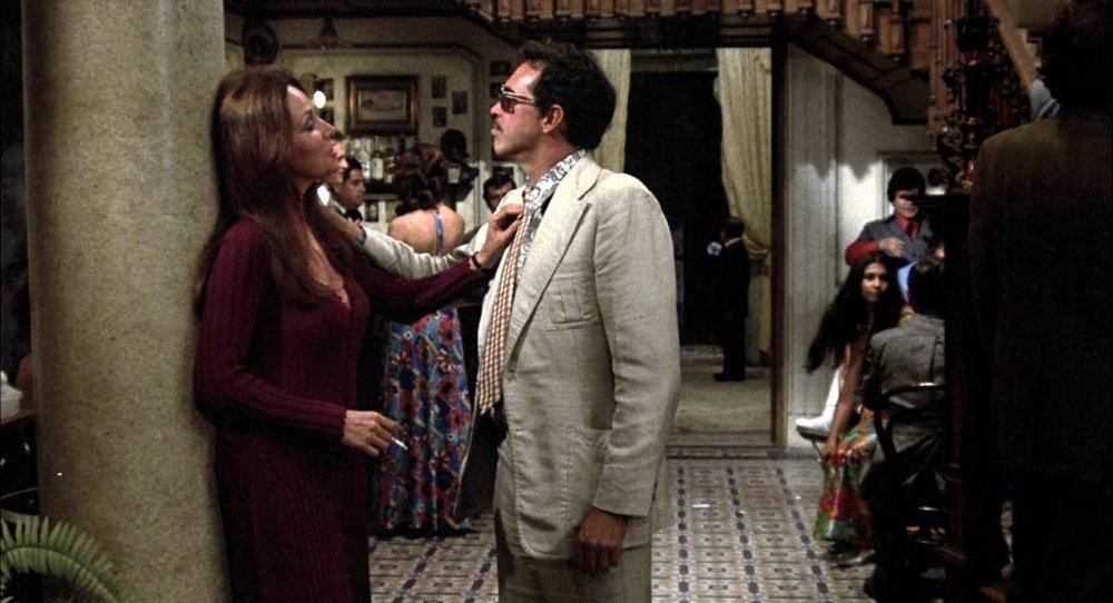 bring-me-the-head-of-alfredo-garcia-1974-011-elita-and-bennie-in-bar