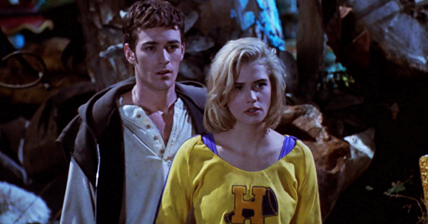 buffy-the-vampire-slayer-movie-luke-perry-kristy-swanson-pike-review-cheerleader