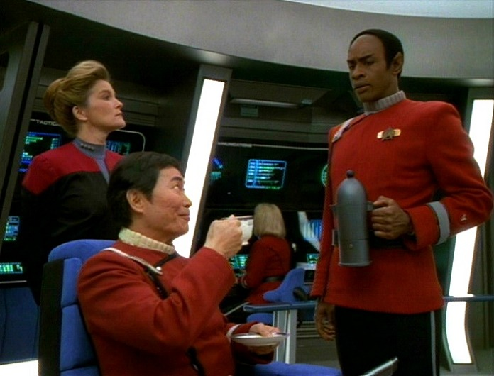 Tuvok_pours_Sulu_tea
