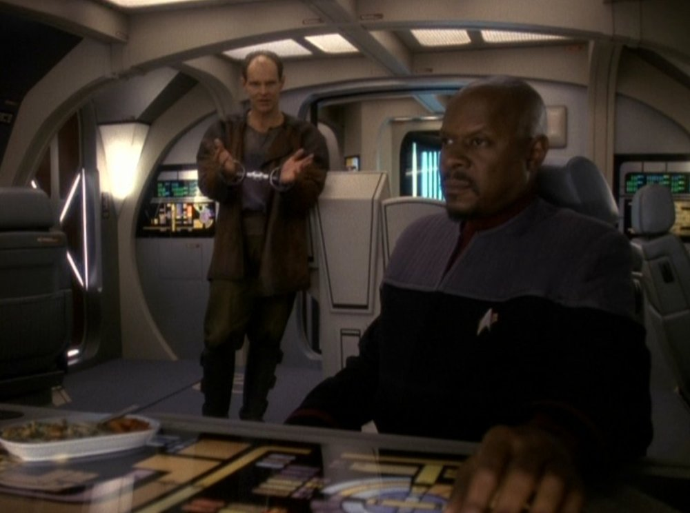 Sisko_and_Edington_talking_on_a_Runabout_(DS9)