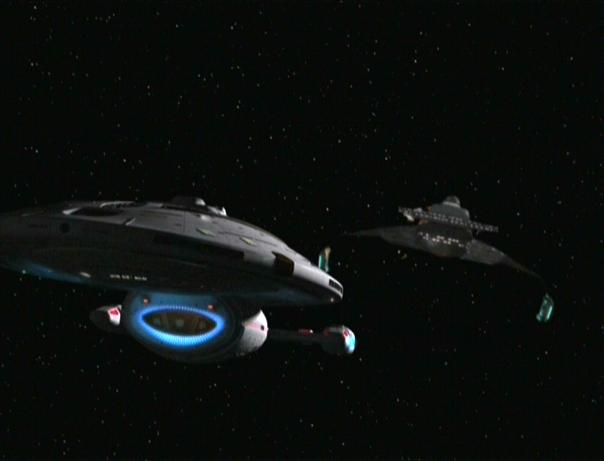 D7_class_cruiser_and_uss_voyager
